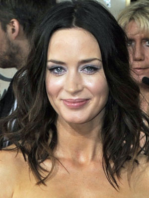 Emily Blunt at the 2010 Golden Globe Awards 2010-01-17 17:46:30
