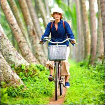 Elizabeth uses her bike to navigate her way around Bali, Indonesia.  Really makes you want to take a vacation, doesn't it?