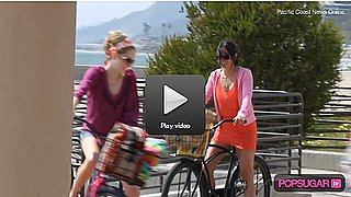 Courteney Cox Bikes and Drinks on the Beach For Cougar Town! 2010-03-26 10:15:00
