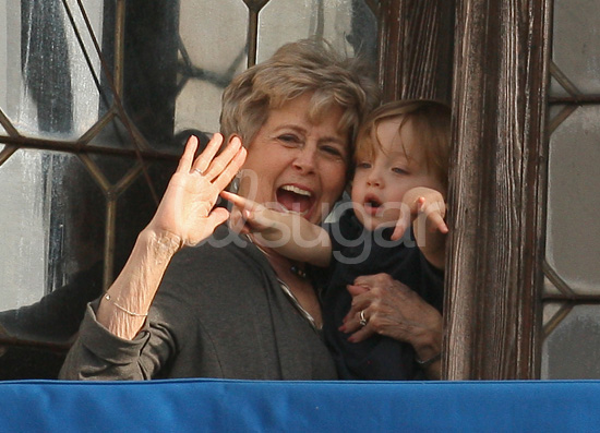Pictures of Knox Jolie-Pitt and Brad's Mom Jane Pitt in Venice 2010-04-13 16:31:56