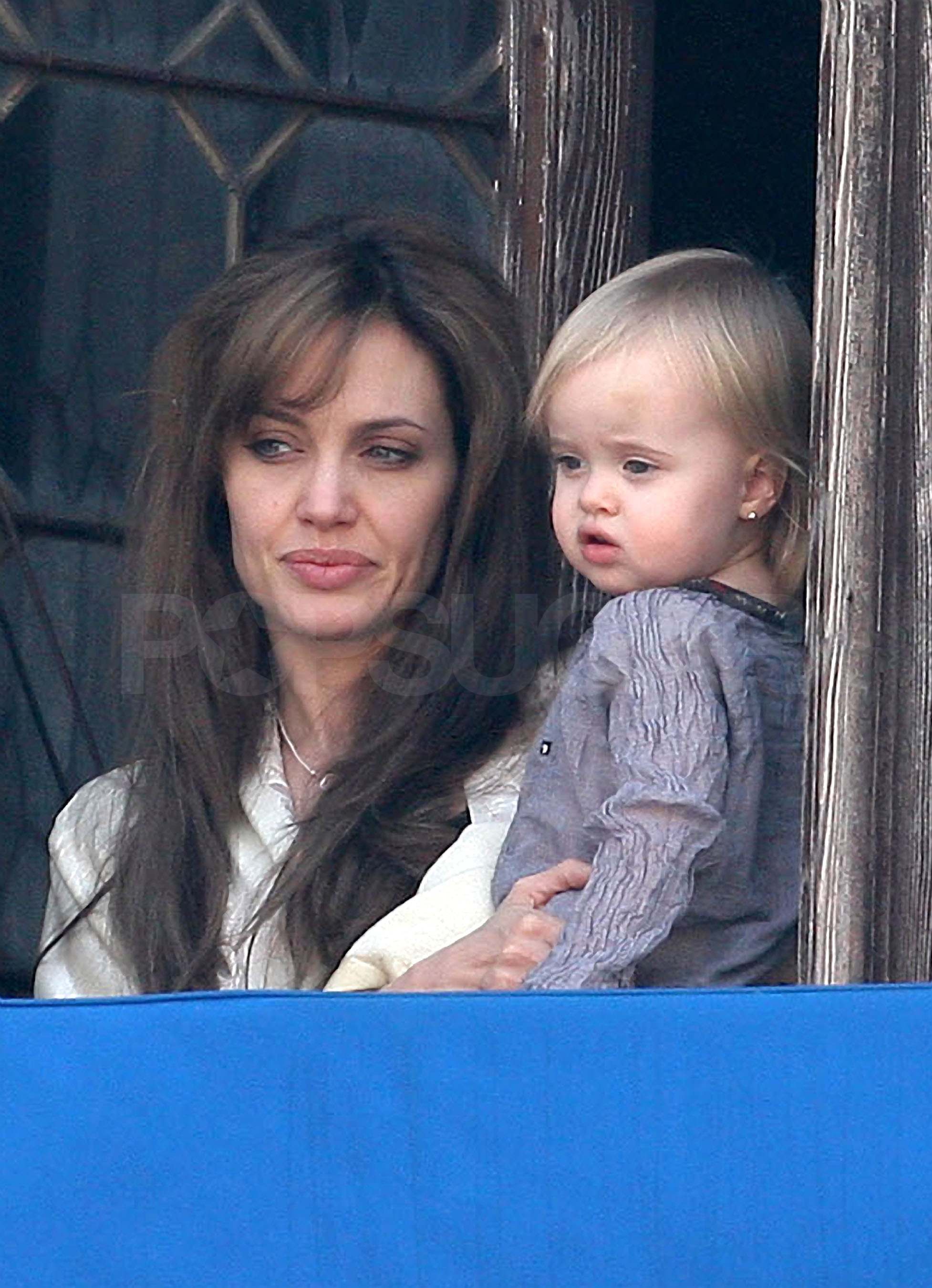 Angelina Jolie leaves her hair flowing.