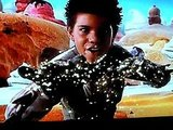 Taylor Lautner Sings and Moves it as Sharkboy
