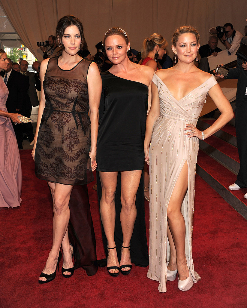 Liv Tyler and Kate Hudson in Stella McCartney with the designer