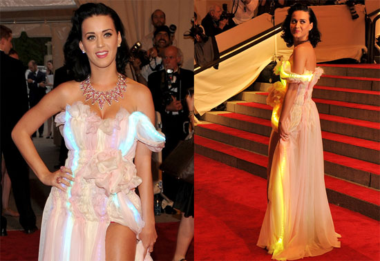 Katy Perry's LED Dress at the 2010 Costume Institute Gala 2010-05-04 09:58:06