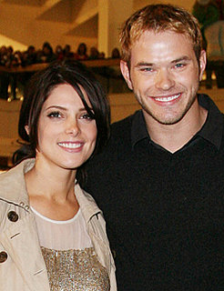 Kellan Lutz and Ashley Greene Hold Up Twilight Breaking Dawn 2010-05-11 10:30:06