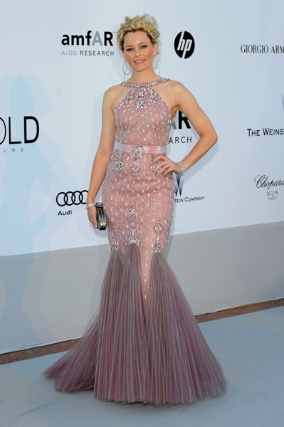 Elizabeth Banks experimented with her red carpet style, wearing this over-the-top pink mermaid Versace gown.