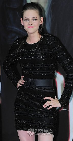 """Twilight Saga: Eclipse"" South Korea Premiere – Kristen Stewart In Prabal Gurung"