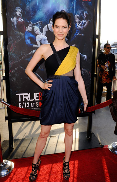 True Blood's Mariana Klaveno looked like a superhero in this draped colorblock dress and complex sandals. Great shot of yellow!
