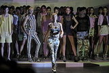 Gisele Bundchen Returns to the Catwalk After Giving Birth to Benjamin 2010-06-14 09:14:23