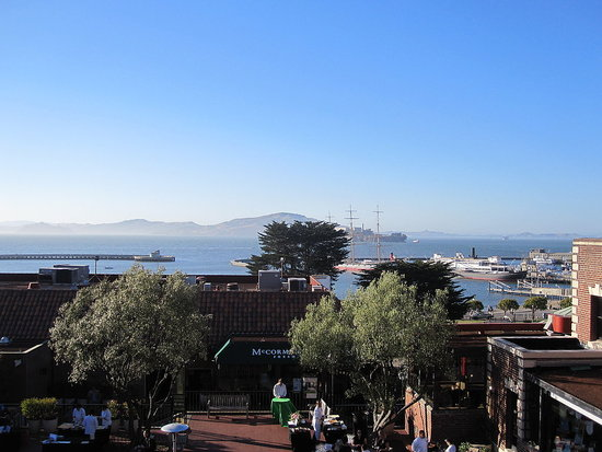 Over canapés and sparkling wine, guests enjoyed sweeping views of the San Francisco Bay.