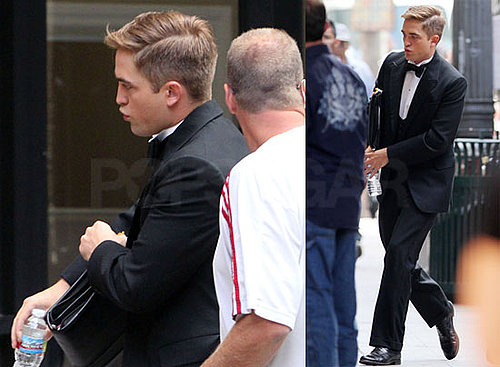 Pictures of Robert Pattinson in Tuxedo Filming Water For Elephants 2010-07-01 12:08:40