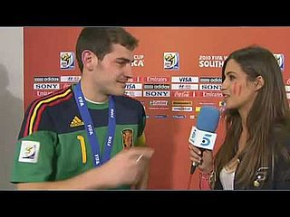Video of Iker Casillas Kissing Girlfriend Reporter Sara Carbonero