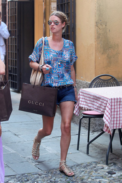 Nicky's cool travel ensemb shopping in Portofino, Italy — and wearing a turquoise ring from her upcoming jewelry collection!