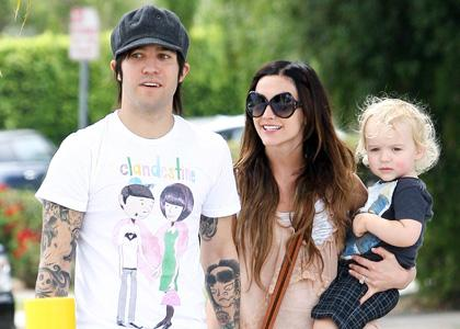 Ashlee, Pete and Bronx were spotted running errands around Sherman Oaks, California on Sunday (July 25).