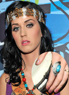 2010 Teen Choice Awards: Katy P Nails the Holographic Look