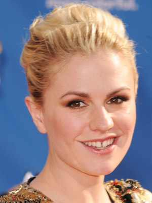 Anna Paquin&#039;s Emmys Hairstyle