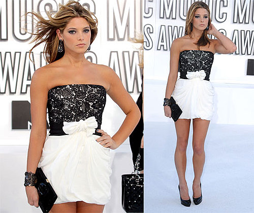Pictures of Ashley Greene on th 2010 MTV VMA Red Carpet 2010-09-12 18:20:16