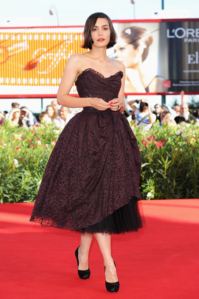 Shannyn Sossamon works the '50s trend in Louis Vuitton at the Venice Film Festival.