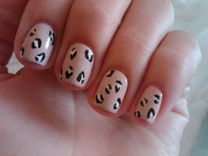 Guess Who's Wearing This Leopard-Print Manicure? 2010-09-21 14:04:52