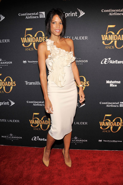 Veronica Webb's one-shouldered dress she wore to the Vanidades 50th anniversary celebration is luxurious to the max — love the textured rosettes.