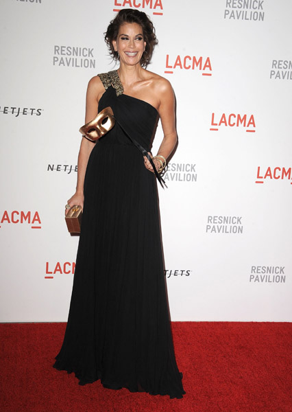 Teri Hatcher in a one-shouldered black Monique Lhuiller dress.