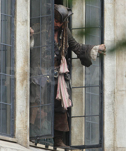 Pictures of Johnny Depp Shooting Pirates of the Caribbean 4 in London 2010-09-30 07:00:00