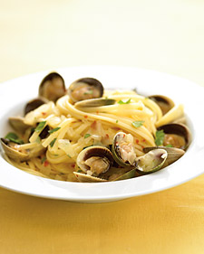 Fast and Easy Recipe For Linguine With White Clam Sauce