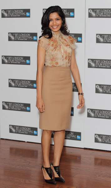 Freida Pinto's beige pencil skirt is super chic — modern ladylike done right.