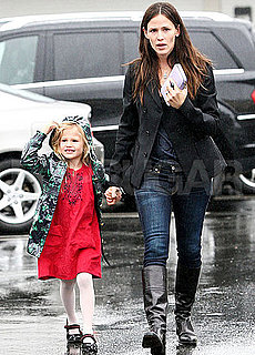 Pictures of Jennifer Garner and Violet Getting Ice Cream in the Rain