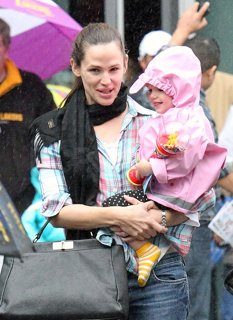 Jennifer Garner, Violet, and Seraphina Brave the Rain For Disney on Ice