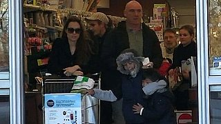 Video of Angelina Jolie Grocery Shopping With Maddox and Pax 2010-12-13 09:59:14