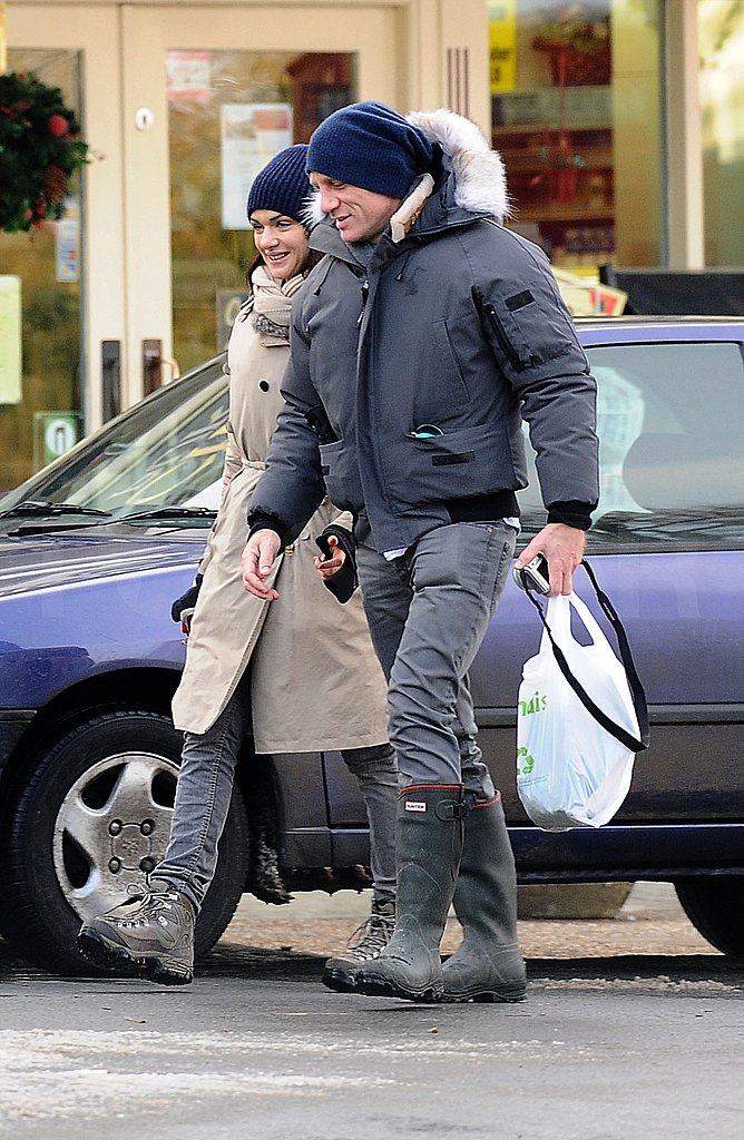 Rachel Weisz and Daniel Craig Take Their Romance Public With a PDA-Filled Stroll in Snowy England!