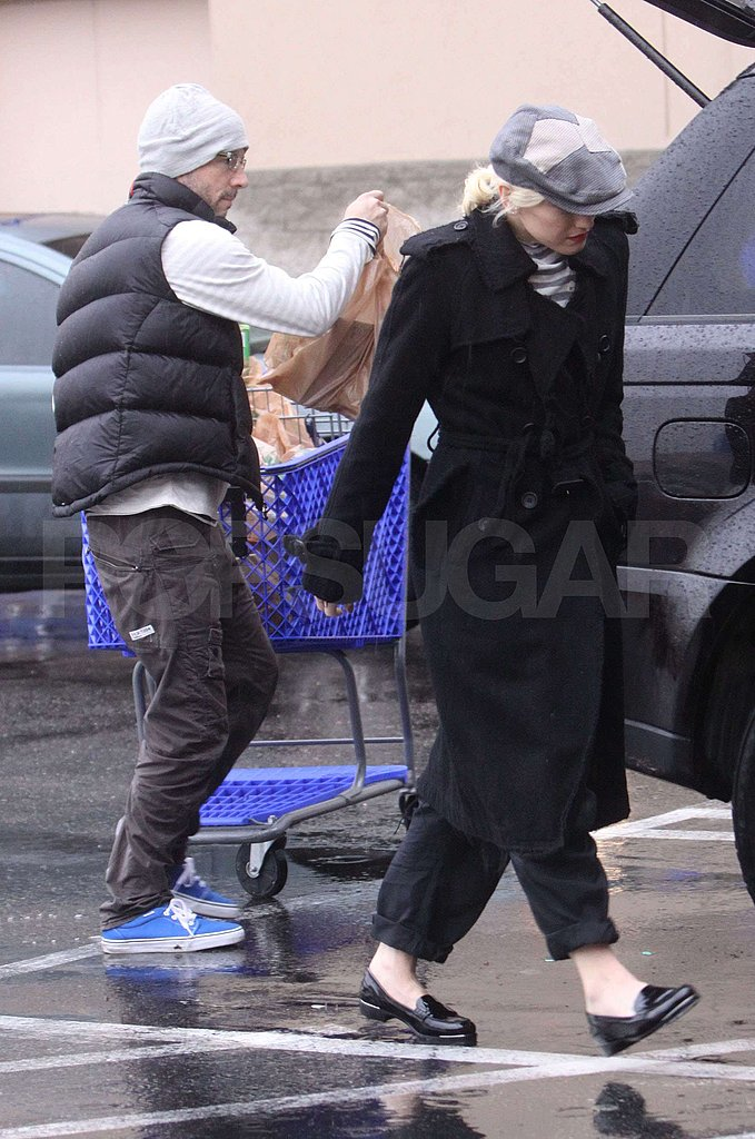 Gwen Stefani Braves the Toys R Us Crowd For Last-Minute Christmas Shopping