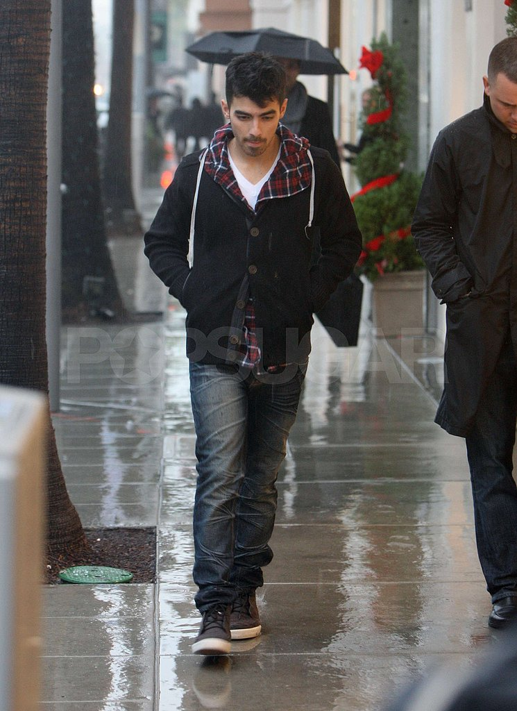 Joe Jonas Does Some Jewelry Shopping Ahead of the Holidays