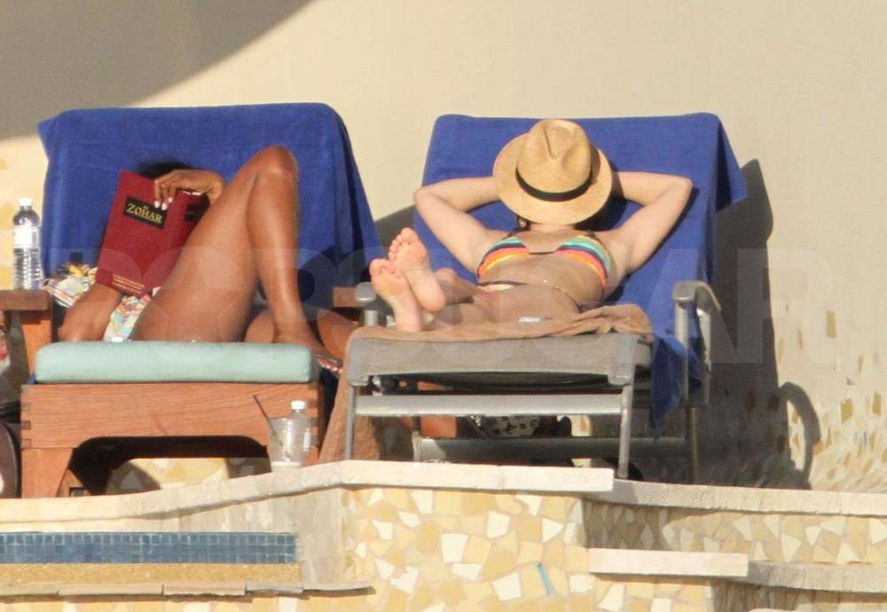 Bar Refaeli Catches Up With Cindy Crawford, Naomi Campbell and Their Bikini-Clad Pals