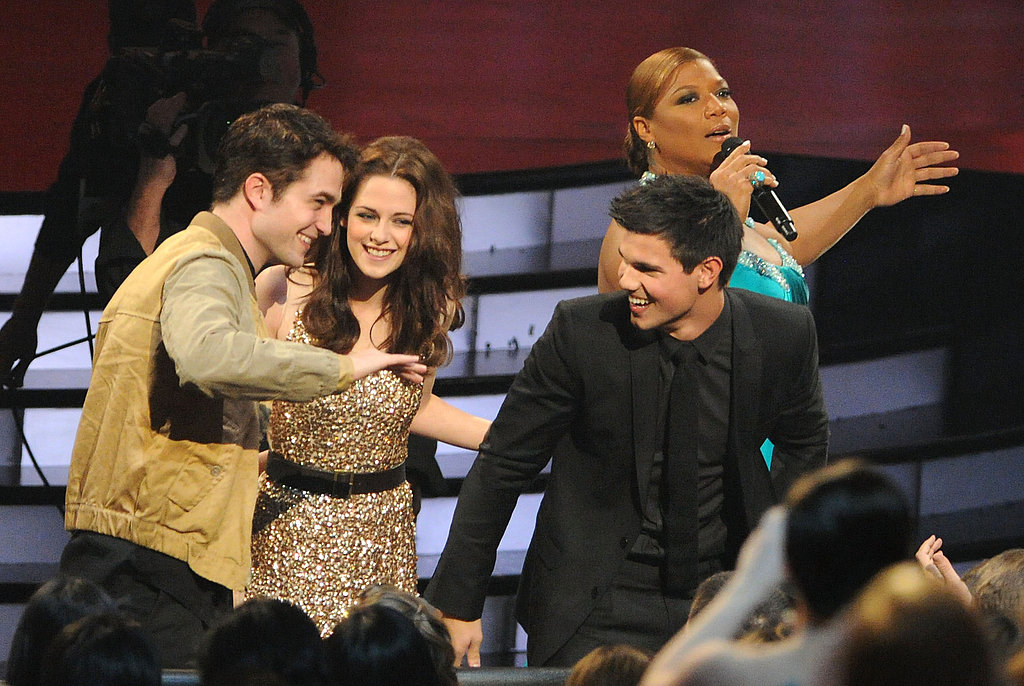 See Robert, Kristen, and Taylor's Cute Chemistry at the People's Choice Awards!