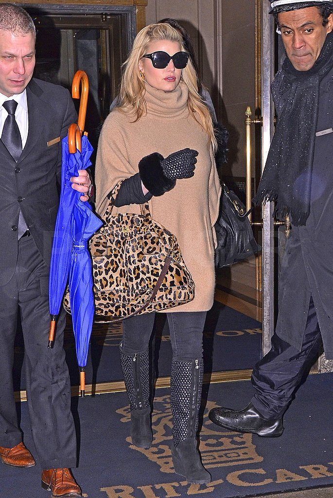 Pictures of Jessica Simpson Leaving Her NYC Hotel With a Leopard Print Bag