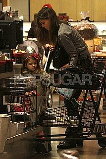 Pictures of Katie Holmes and Suri Cruise Grocery Shopping in Vancouver