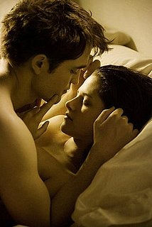 First Still From Breaking Dawn Featuring Sexy Robert Pattinson and Kristen Stewart 2011-01-16 14:15:09