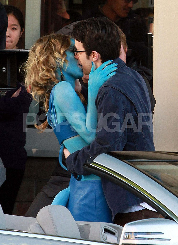 AnnaLynne McCord Channels Avatar and Bares Blue Abs For a 90210 PDA Scene