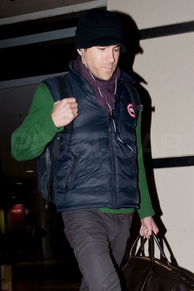 Ryan Reynolds Heads Back to LA Solo, Without Sandra or Scarlett