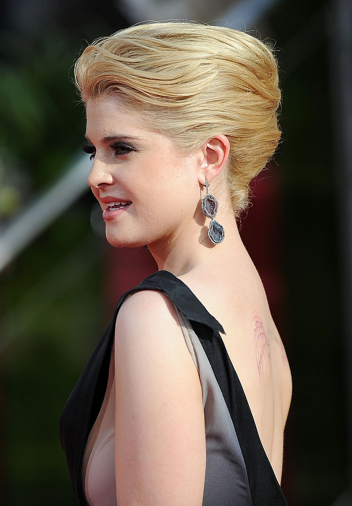 Kelly Osbourne looks so sophisticated in her Zac Posen dress and Kimberly McDonald earrings!