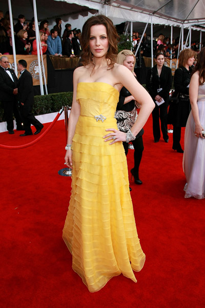 Kate Beckinsale in a canary yellow strapless in '08.