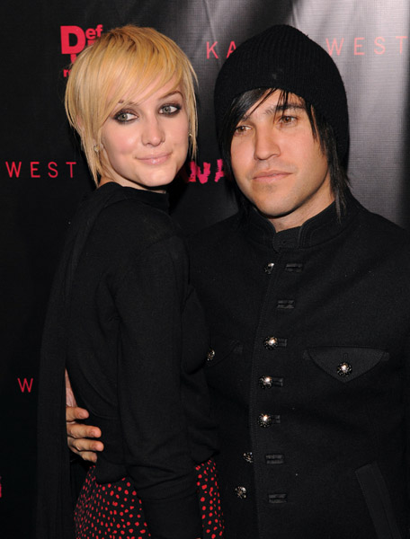 Ashlee Simpson Files For Divorce From Pete Wentz