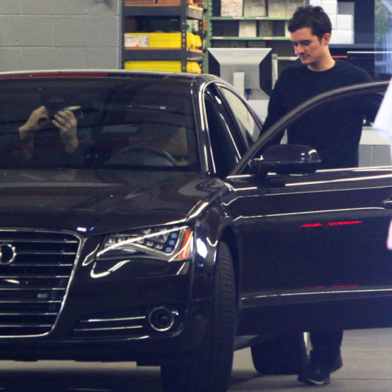 Pictures of Orlando Bloom Getting His Audi Fixed