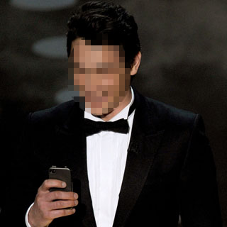 Celebrities at the Oscars With Their Gadgets