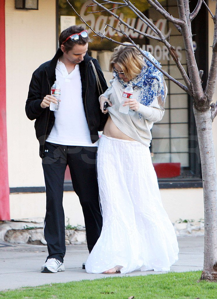Kate Hudson Shows Her Bare Pregnant Belly to Matthew at Lunch!