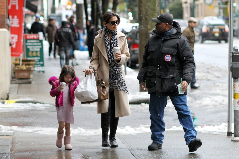 Tom Cruise Confirms New Role While Katie and Suri Continue Their Coffee Talk