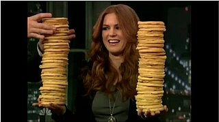 Isla Fisher Helps Jimmy Fallon Set a World Record With Frozen Waffles
