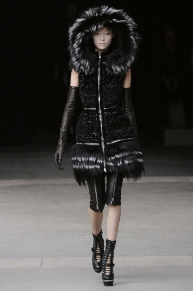 2011 Fall Paris Fashion Week: Alexander McQueen